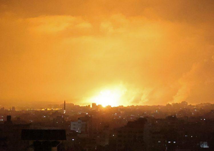 Israel lanza un intenso ataque aéreo contra la Franja de Gaza y detiene operación terrestre