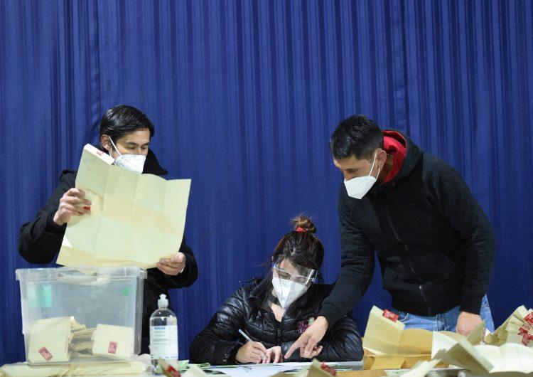 Chile: candidatos independientes, a la cabeza en las elecciones constituyentes