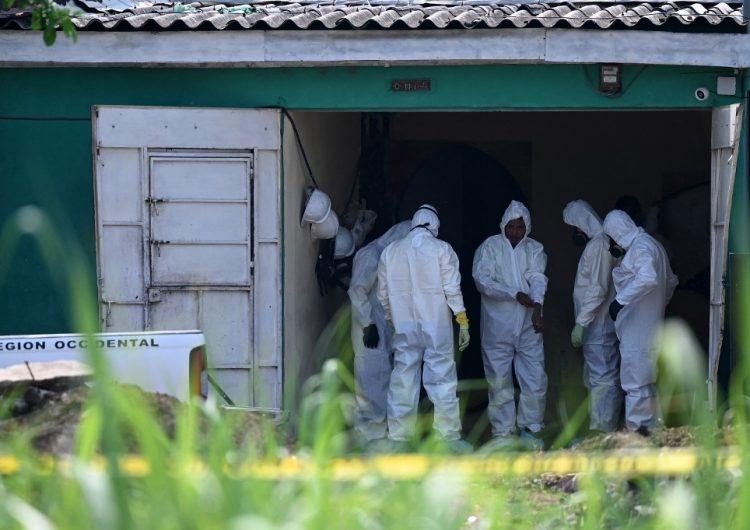 Expolicía tenía enterradas al menos a 14 víctimas en su casa en El Salvador