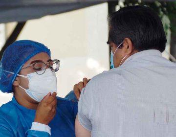 Suman 18 poblanos ya vacunados han muerto tras infectarse de Covid