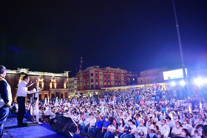 Multitudinario cierre de campaña de Leo Montañez en la Plaza Principal de Aguascalientes
