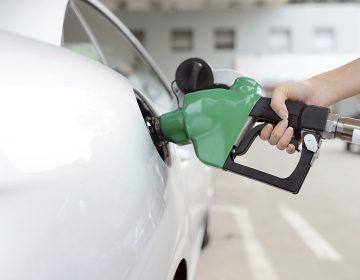 Acusa AMLO contrabando de gasolina y diesel
