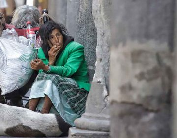 Buscan a indigentes en Puebla para vacunarlos contra el Covid