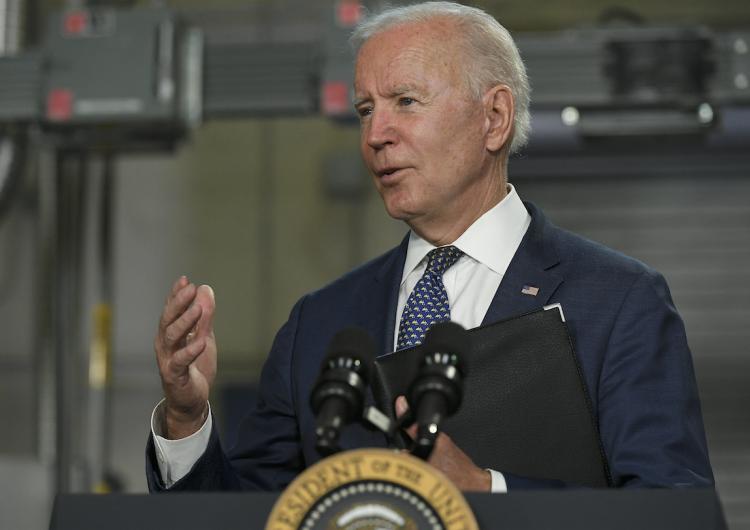 Biden anuncia aumento de cuota anual de refugiados en EU; pasará de 15,000 a 62,500