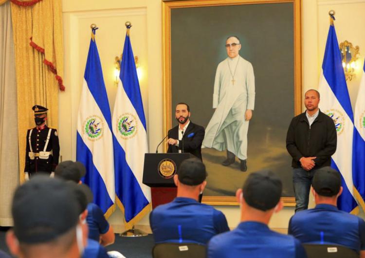 El presidente de El Salvador pide a EU no financiar a partidos de oposición