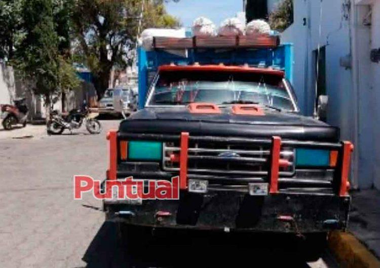 Con tres camiones repletos de madera detiene a talamontes en Atlixco