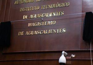 Condecoran con letras doradas al magisterio de Aguascalientes en el Congreso Estatal