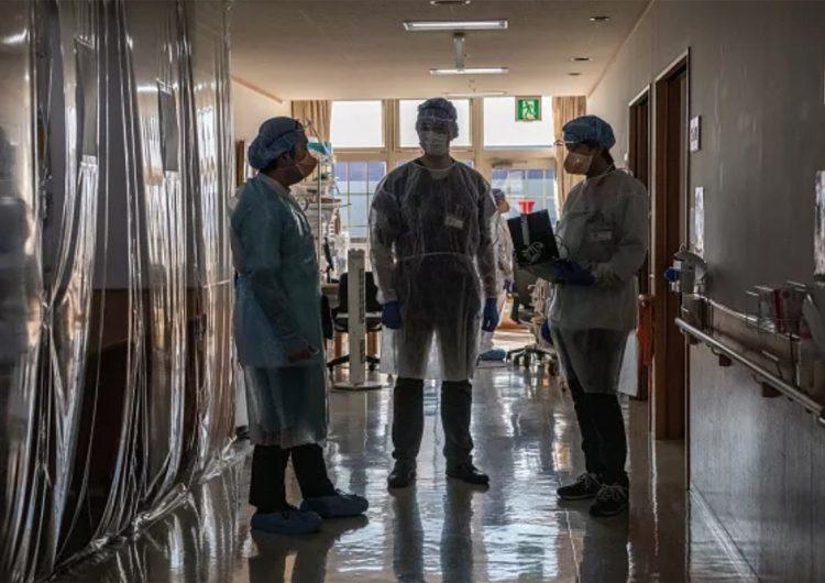 Hospitales japoneses colapsan ante la variante británica del coronavirus