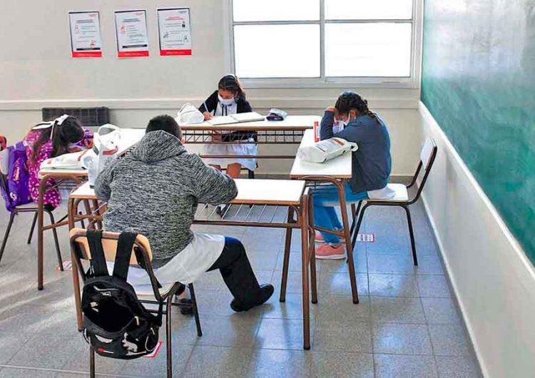 Regresar a las aulas en Puebla causará un efecto dominó  en el contagio Covid