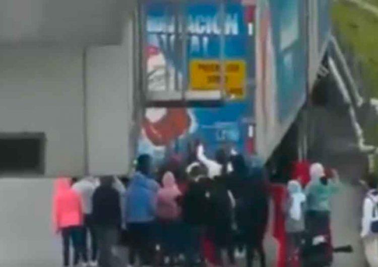 VIDEO demuestra el robo de normalistas de Teteles antes de morir