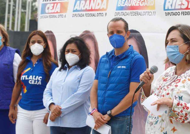 "CON TODO. Xóchitl Gálvez asegura que los gobiernos de Morena son ""ineptos"""