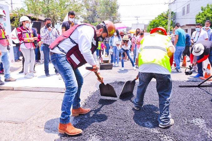 Tapa Arturo Ávila baches en Pilar Blanco