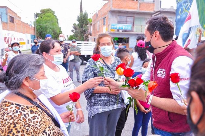 Apoyará Arturo Ávila con 5 mil pesos bimestrales a madres solteras de Aguascalientes