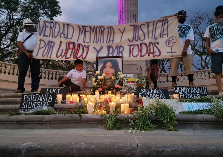 En silencio protestan contra feminicidios en Aguascalientes