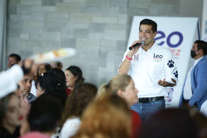 Destaca Leo Montañez labor de los maestros de Aguascalientes