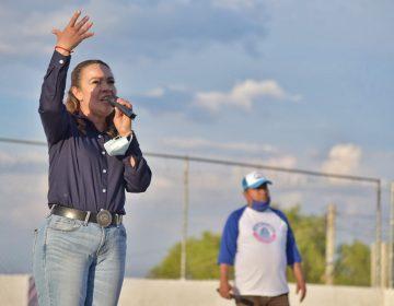 Laura Ponce llevó sus propuestas a comunidades de la delegación Venadero