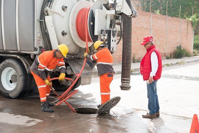 Refuerza Veolia mantenimiento en red de alcantarillado en Aguascalientes