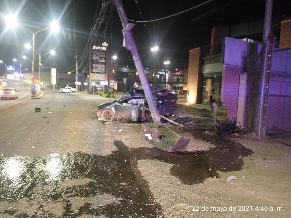 Por ir a exceso de velocidad, conductor se accidenta y fallece en Av. Aguascalientes