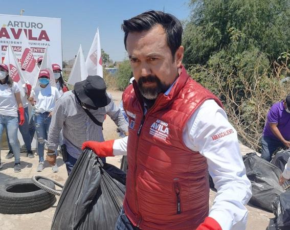 Realiza Arturo Ávila jornada de limpieza en arroyo de El Riego