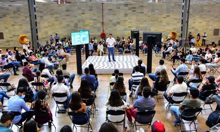 Encabeza Leo Montañez encuentro con jóvenes de Aguascalientes