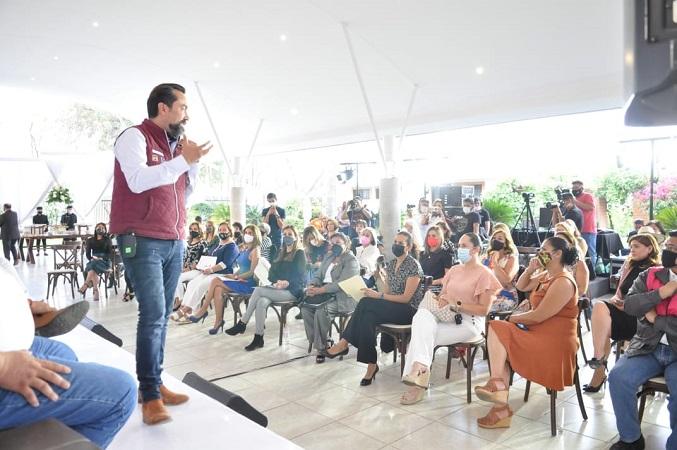 Presenta Arturo Ávila sus propuestas de campaña a mujeres empresarias de Aguascalientes