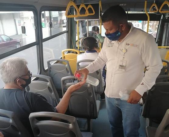Reforzarán medidas sanitarias en unidades del transporte público por regreso a clases presenciales
