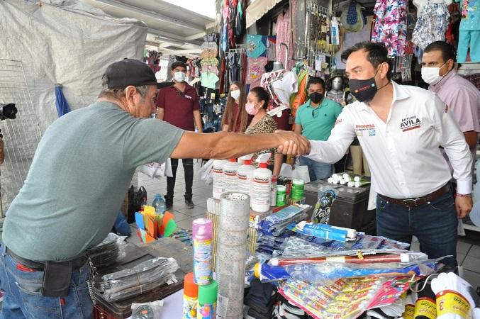 Respaldan locatarios del Mercado Terán candidatura de Arturo Ávila