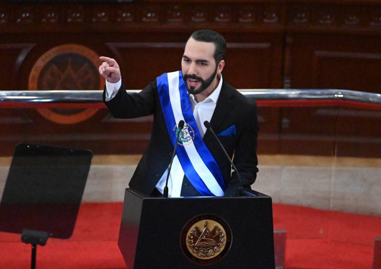 El Salvador: Bukele multa a empresas de telecomunicaciones por no transmitir su discurso