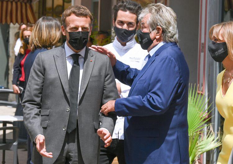 Francia: un hombre da una cachetada al presidente Emmanuel Macron