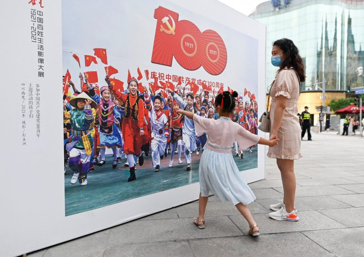 Ciudades chinas se pintan de rojo con lemas que celebran el centenario del Partido Comunista