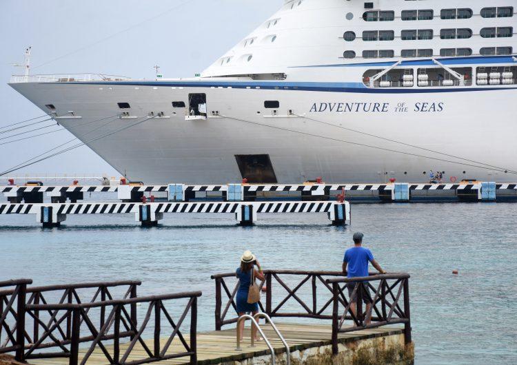 Cozumel recibe con mariachis al primer crucero tras 15 meses de inactividad en ese sector