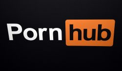 34 mujeres demandan al sitio de videos para adultos Pornhub;…
