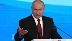 Putin promete a los rusos miles de millones de rublos…