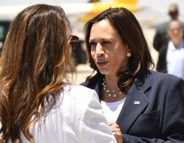 Harris visita la frontera con México para atestiguar efectos de la migración