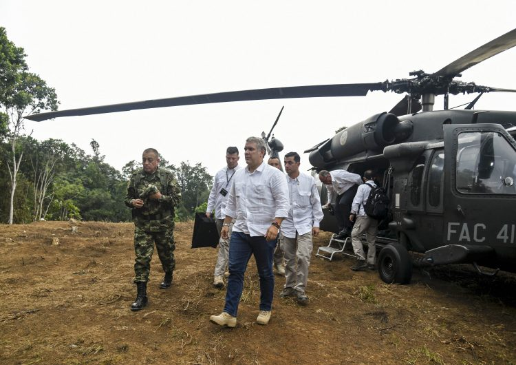 Iván Duque denuncia tiroteo al helicóptero en el que viajaba