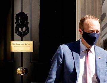 Ministro de salud británico renuncia por infringir reglas sanitarias anticovid