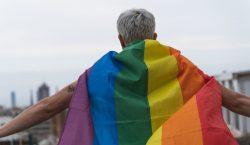 Hungría prohíbe 'promover' información sobre identidad trans y homosexualidad entre…