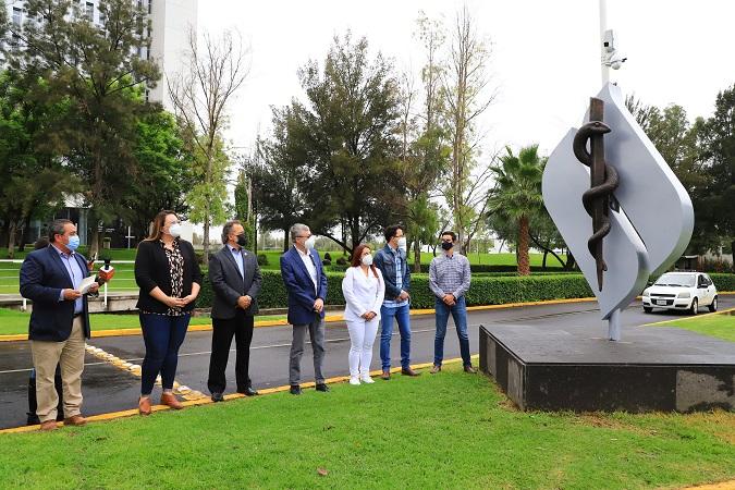 Develan en la UAA escultura en honor a brigadistas de la vacunación contra el Covid-19