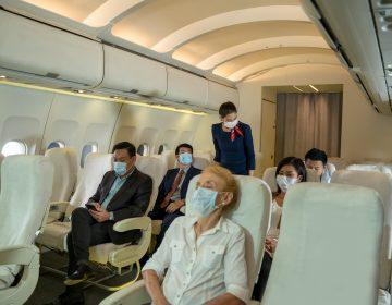 Aerolíneas desmienten rumores: pasajeros vacunados no corren riesgo de coágulos sanguíneos