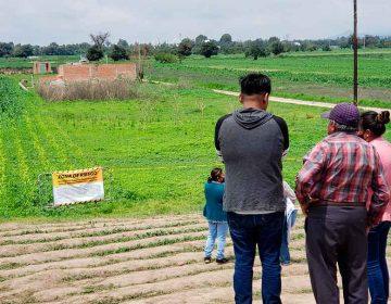 Comisario Ejidal amedrenta a los afectados del socavón de Puebla para no recibir cheques