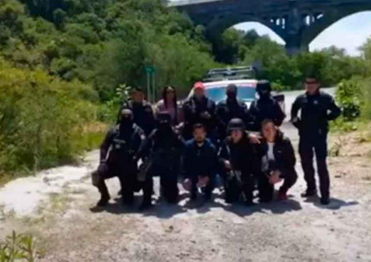 Policías estatales de Puebla actúan en VIDEO como delincuentes y payasos: Barbosa
