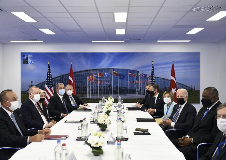 Pekín pide a la OTAN dejar de 'exagerar la teoría de la amenaza china'