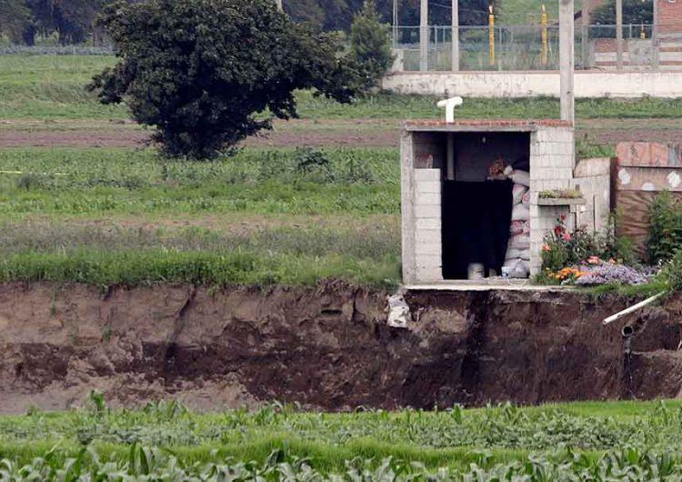 El socavón se traga casa en Juan C. Bonilla