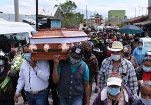 Familiares y amigos exigen justicia para egresado de la BUAP; dan último adiós