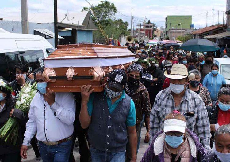 Familiares y amigos exigen justicia para egresado de la BUAP; dan último adiós en Xoxtla