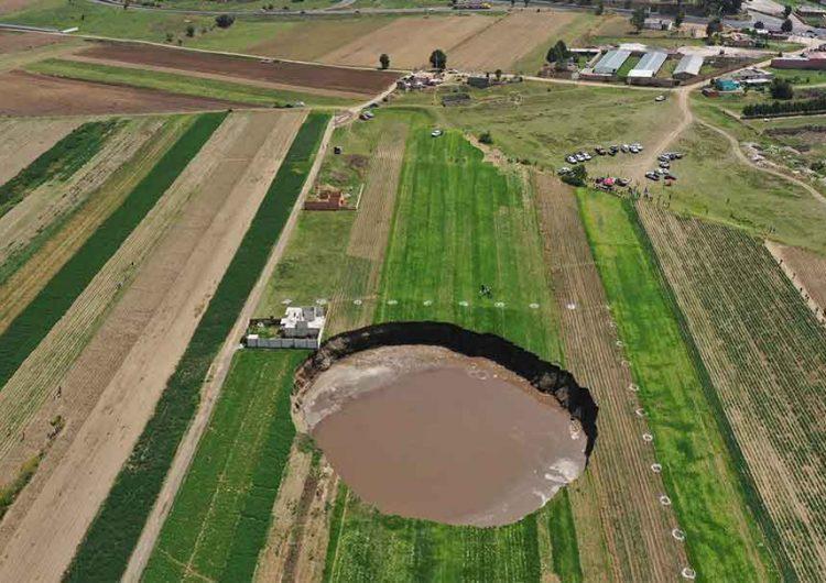 Geólogos abrieron agujeros en la zona del socavón