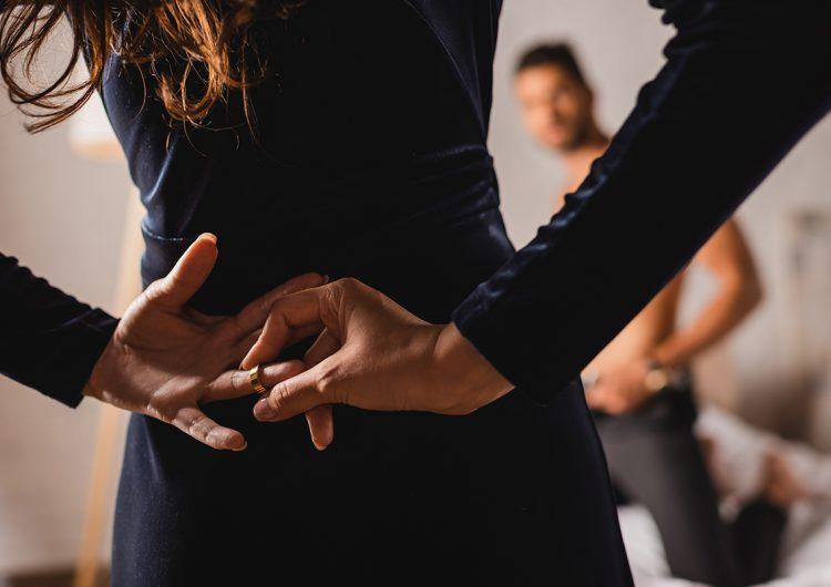 'Rezan' para mejorar vida sexual y expiar infidelidades