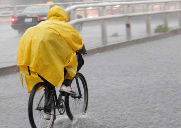 Lluvias fuertes acompañadas y descargas eléctricas en Puebla