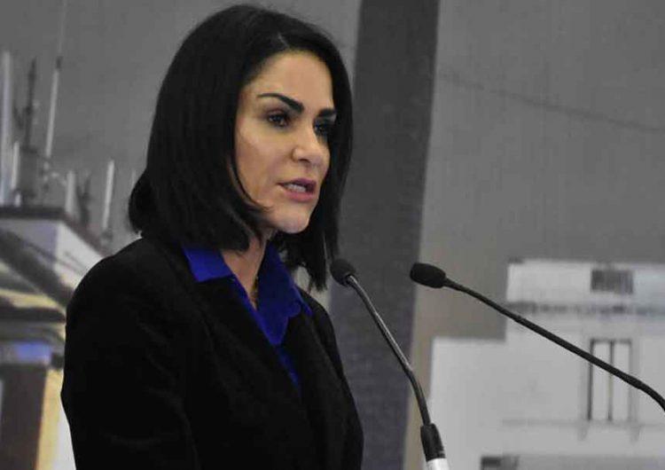 Logran sentencia de 5 años a ex policía por tortura contra Lydia Cacho