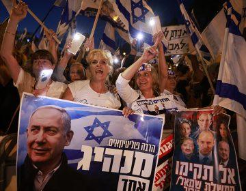 Por qué Benjamin Netanyahu tiene un pie fuera del gobierno de Israel